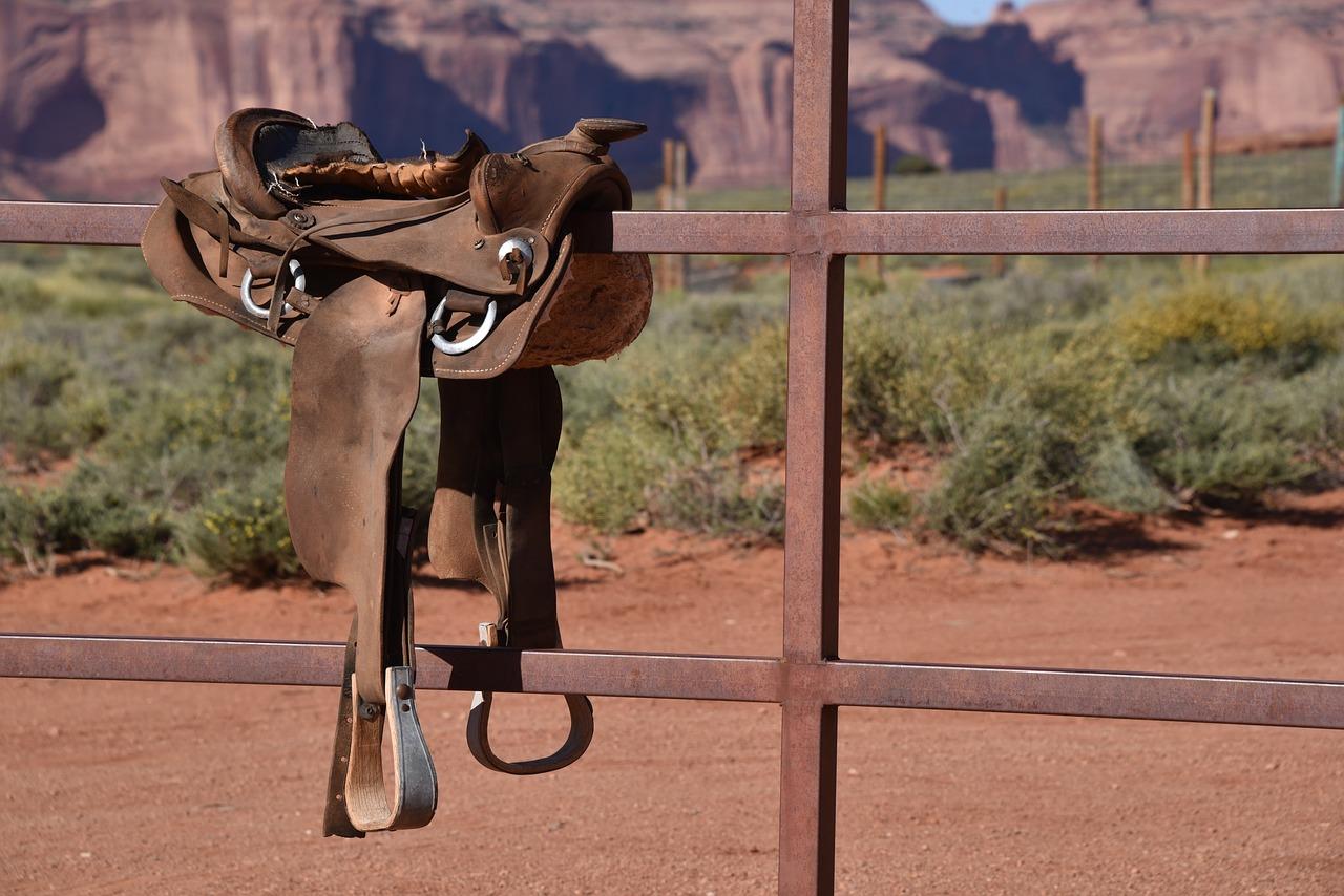 cowboy-saddle-2345137_1280